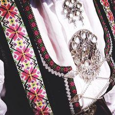 Etnebunad Folk Costume, Costumes, Floral Tie, Norway, Scandinavian, Dress, Beautiful, Fashion, Moda