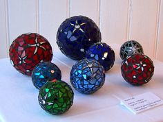 glass mosaic from Glittering Shards excellent site with tips and tricks and a great gallery Mosaic Art Projects, Mosaic Crafts, Craft Projects, Mosaic Glass, Mosaic Tiles, Glass Art, Stained Glass, Mosaic Bowling Ball, Mosaic Madness