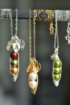 customized #peapod #necklaces. great gift for moms, sisters and besties! #giftformom | muyinjewelry.com