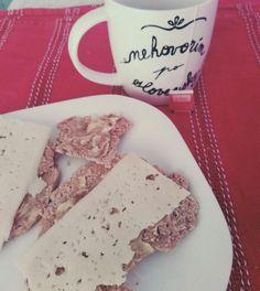 Empieza otra semana! 😴   - Pan de harina de trigo integral (en búsqueda de una mejor opción) un poco destruido.. demasiado fino 😣  - 1 loncha de queso havarti light - Té rojo con edulcorante   ..y ahora a trabajar!  🏃