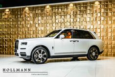 Rolls-Royce Cullinan - Luxury Pulse Cars - Germany - For sale on LuxuryPulse. Luxury Yachts, Luxury Cars, Rolls Royce Cullinan, La Colors, Privacy Glass, Exterior Colors, Colorful Interiors, Sea Shells, Cool Cars
