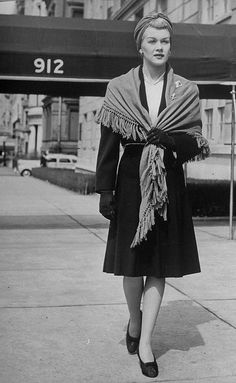 I'm in the mood for classic shawls like the one sported in this 1940s look this fall. l