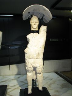 Sardinians where once giants ? Belieive it or not - Picture - Insiders Abroad Aliens History, Ancient Civilizations, Sardinia, Archaeology, This Is Us, Italy, Statue, Places, Pictures