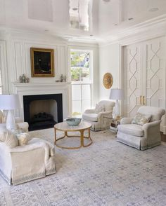 "390 Likes, 26 Comments - jenkins interiors (@jenkinsinteriors) on Instagram: ""Keepin it classic  #livingroom #lacquerceiling #fretwork #interiordesign"""