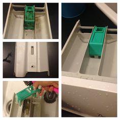 Sådan rengør du din Vaskemaskine-doseringsskuffe nemt og hurtigt. Enten en tur i opvaskemaskinen, eller en tur med opvaskemiddel, varmt vand og en ordentlig omgang skrubning! Husk også bagsiden;) Man bliver let forbløffet over hvor snasket sådan en skuffe bliver.