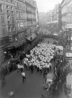 1938: the race of waiters in paris. © keystone-france