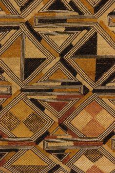 Velours Kuba / Shoowa du Kasaï - Objets-usuels - Art africain #ArtAfricain #Objetsusuels #Kuba African Textiles, African Fabric, African Patterns, Textile Patterns, Print Patterns, Floral Patterns, Afrique Art, Motif Art Deco, Aboriginal Art
