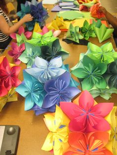 {DIY Easy Paper Origami Flowers} by aileen 3d Origami, Paper Origami Flowers, Origami Paper, Oragami, Origami Easy, Flower Crafts, Diy Flowers, Fabric Flowers, Real Flowers