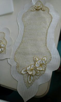 This Pin was discovered by Lal Cushion Embroidery, Hand Embroidery Designs, Ribbon Embroidery, Table Runner And Placemats, Burlap Table Runners, Handmade Crafts, Diy And Crafts, Lace Beadwork, Linens And Lace