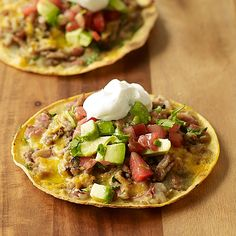 Looking for a quick and healthy meal the whole family can enjoy for dinner tonight? These Mexican Pizzas are piled high with fresh ingredients and are oh-so tasty. #recipe #WWLoves