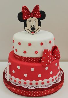 Tiered red and white Minnie Mouse cake Mehr Minni Mouse Cake, Bolo Do Mickey Mouse, Mickey And Minnie Cake, Bolo Minnie, Minnie Mouse Birthday Cakes, Mickey Cakes, Birthday Cake Girls, Mickey Birthday, 3rd Birthday