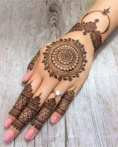 As the time evolved mehndi designs also evolved. Now, women can never think of any occasion without mehndi. Let's check some Karva Chauth mehndi designs.Legs are a very beautiful canvas for showcasing Mehndi. It is a tradition for the Indian bride to Henna Tattoo Hand, Henna Tattoo Designs, Henna Tattoos, Henna Tattoo Muster, Finger Henna Designs, Finger Tattoos, Mandala Tattoo, Paisley Tattoos, Henna Mandala