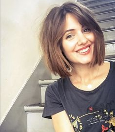Shaggy Medium Length Bob - 60 Messy Bob Hairstyles for Your Trendy Casual Looks - The Trending Hairstyle Short Punk Hair, Short Brown Hair, Short Hair Cuts, Short Hair Styles, Short Hair Long Bangs, Short Haircuts With Bangs, Angled Bob Hairstyles, Hairstyles Haircuts, Shaggy Bob Haircut