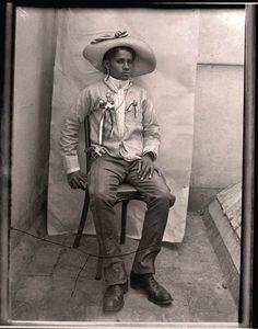 """Algunas """"soldaderas"""" fueron simplemente soldados . Fotografía de Agustín Casasola (Agencia). México."""