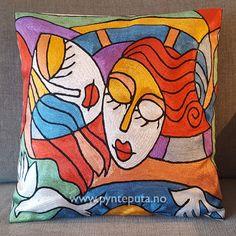 Pyntepute - Gode venner. Det abstrakte uttrykket og bruken av spennende farger og et fantasifullt motiv skaper en spennende detalj i interiøret ditt. Her er det brukt en flott miks av sterke farger, blant annet hvit, gullgul, rød, blå, lyseblå, grønn og sort.  Fra nettbutikken www.pynteputa.no #pyntepute #pynteputer #pynteputa #farger