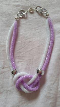 Collana tubolare con perline