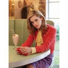 Okay, I like Emma Watson, too, but the composition of this pic is perfect. emma watson, beautiful as always Pretty People, Beautiful People, Beautiful Women, Stunningly Beautiful, Gorgeous Girl, Dead Gorgeous, Absolutely Gorgeous, Beautiful Pictures, Emma Watson Frases