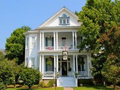 This 1904 Historic Victorian era home features three tastefully decorated rooms that include period antiques and private baths. Our moderate rates include your breakfast and children are always welcome. Bisland House is within walking distance to Main Street's Historic district, carriage rides, antebellum homes, restaurants, churches, antique stores and the beautiful Mississippi River bluff.