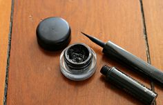 This one& a game changer. I used to use a liquid eyeliner that contained alcohol (I think most of them do, so that the liquid evaporates on contact with your skin leaving a dry black line. Diy Makeup Eyeliner, Homemade Eyeliner, Eyeliner Styles, Gel Eyeliner, Eyeliner Ideas, Charcoal For Skin, Natural Eyeliner, Eyeliner For Beginners, Perfect Eyeliner