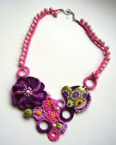 Rosa collar crochet, collar de perlas y corazón, joyería colorida, collar de flores, joyería romántica, regalo romántico, flores suaves, de color rosa