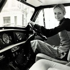 """November London, British model Twiggy at the wheel of her """"Mini"""" car in which she passed her driving test Get premium, high resolution news photos at Getty Images Mini Cooper Classic, Classic Mini, Classic Cars, Twiggy, Hipsters, Up Auto, Pin Up, Automobile, Mini Countryman"""
