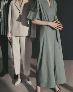 COS is a contemporary fashion brand offering reinvented classics and wardrobe essentials made to last beyond the season, inspired by art and design. Cos Fashion, Fashion Brands, Fashion Outfits, Womens Fashion, Party Fashion, Cos Outfit, Casual Look, Contemporary Fashion, Editorial Fashion
