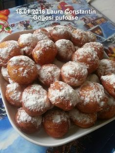 Gogosi pufoase reteta de la bunica. Care este secretul gogosilor pufoase? Cat trebuie sa dospeasca ele? Cum se prajesc aceste gogosi? Cand ne intalnim cu Romanian Desserts, Romanian Food, Delicious Desserts, Dessert Recipes, Sweet Cooking, Good Food, Yummy Food, Vegan Kitchen, Beignets
