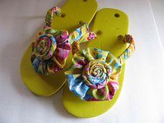Decorated flip flops done in lime green and purple fabrics. Flip Flops Diy, Beach Flip Flops, Flip Flop Shoes, Womens Flip Flops, Sewing Kids Clothes, Sewing For Kids, Decorating Flip Flops, Flipflops, Shoe Crafts