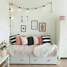 Small Bedroom Storage Ideas - Creative Storage Ideas for Small Businesses . Small Bedroom Storage Ideas - Creative storage ideas for small bedrooms # organize Source by tibadk Small Bedroom Organization, Small Bedroom Storage, Small Room Bedroom, Trendy Bedroom, White Bedroom, Modern Bedroom, Bedroom Girls, Modern Teen Bedrooms, Teen Rooms