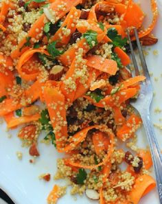 Low FODMAP and Gluten Free - Carrot, Spinach and Quinoa Salad http://www.ibssano.com/low_fodmap_carrot_spinach_quinoa.html