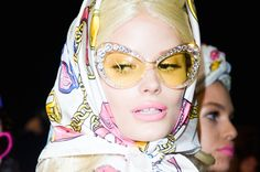 Milan Fashion Week: Backstage at Moschino Yoga Fashion, Fashion Week, Moschino, New Ray Ban Sunglasses, Models Backstage, How To Wear Scarves, Barbie Collection, Mode Hijab, Vintage Beauty