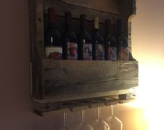 Reclaimed Wood Rustic Wine Rack Glass Holder por BlakeWaresDesigns