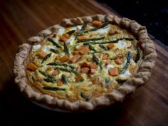 Reel men may not eat quiche, but celiac sufferers needn't join them: This very veggie version omits the gluten but not the flavour. Gluten Free Recipes, Vegan Recipes, Gluten Free Quiche, Brunch Casserole, New Cookbooks, Brunch Recipes, Food Videos, Food Porn, Food And Drink
