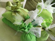 craft Ivy Leaf, Gift Wrapping, Ornaments, Green, Gifts, Paper Wrapping, Wrapping Gifts, Gift Packaging, Favors