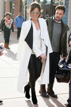 Kate Beckinsale was spotted at Sundance in the same alice + olivia White Long Draped Shawl Collar Coat Naya Rivera originally wore back in March 2015: Kate paired the piece with silver mirror lens shades, a white cropped blazer, leather skinnies, and black suede booties. Naya chose destructed denim and black pointed-toe leather pumps. The […]