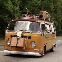 The open road is calling. Volkswagen Transporter, Vw Bus T2, Bus Camper, Volkswagen Bus, Campers, Wolkswagen Van, Van Vw, Combi T1, Kdf Wagen