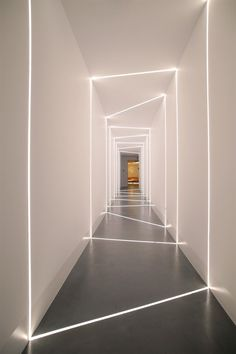 Le profilé LED encastrable représente un détail en aluminium équipé d'un ou plusieurs rubans à diodes photoluminescentes qui sert d'éclairage fonctionnel,