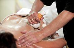 Pantai Luar - die besondere Stempelmassage! Holding Hands