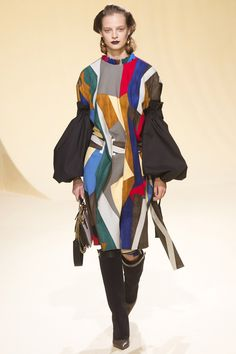 Marni Fall 2016 Ready-to-Wear Fashion Show  http://www.theclosetfeminist.ca/  http://www.vogue.com/fashion-shows/fall-2016-ready-to-wear/marni/slideshow/collection#18