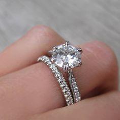 """11.2 χιλ. """"Μου αρέσει!"""", 82 σχόλια - Engagement Ring Gallery (@thecaratclub) στο Instagram: """"Simple lines + stunning sparkle = complete perfection  Ring by @kristincoffinjewelry   Tag who…"""""""