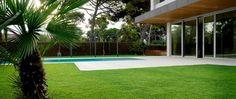 gazon artificiel piscine. #gazonsynthetique Plus d'information : http://www.gazonsynthetiqueiag.fr