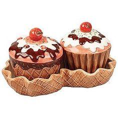 cute cupcake salt and pepper shakers...