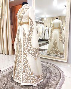Hijab Style Dress, Muslim Wedding Dresses, Indian Designer Outfits, Designer Dresses, Elegant Dresses, Pretty Dresses, Dress Design Sketches, Dress Designs, Fashion Sketches