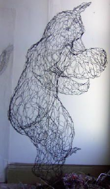 wire sculptor Elizabeth Berrien's dancing wire bear