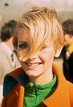 Twiggy love her hair in this shot.