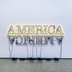 On est à J-2 de la fin et si vous vous posiez la question sachez que je ne le vis pas bien du tout !  #goodbye #america #theend #lights #sign #thebroad #usa #wall #art #francaisauxusa #bye