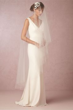 Apparently a modern take on the classic Juliet cap (which my mother and sister wore) English Rose Cap Veil from BHLDN