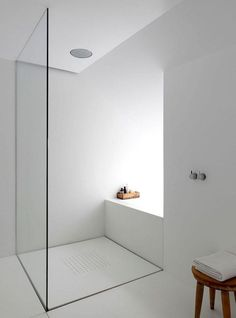 Stunning Modern Minimalist Bathroom Design Ideas With White Color - Page 19 of 36 Minimalist Showers, Minimalist Bathroom Design, Minimalist Interior, Minimalist Home, Ensuite Bathrooms, Glass Bathroom, Modern Bathroom, Small Bathroom, Bathroom Ideas