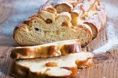 Klasická vánočka   Apetitonline.cz Me Time, Christmas Cookies, Banana Bread, Healthy Lifestyle, Desserts, Buns, Food, Breads, Pizza