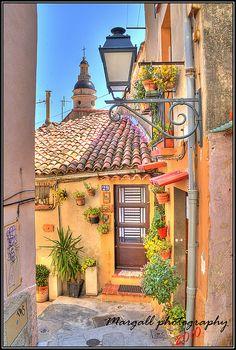 #Menton's little street